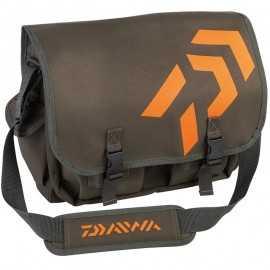 3660393237956-Daiwa Bolsa Trucha Kaki/Orange 35x38x12
